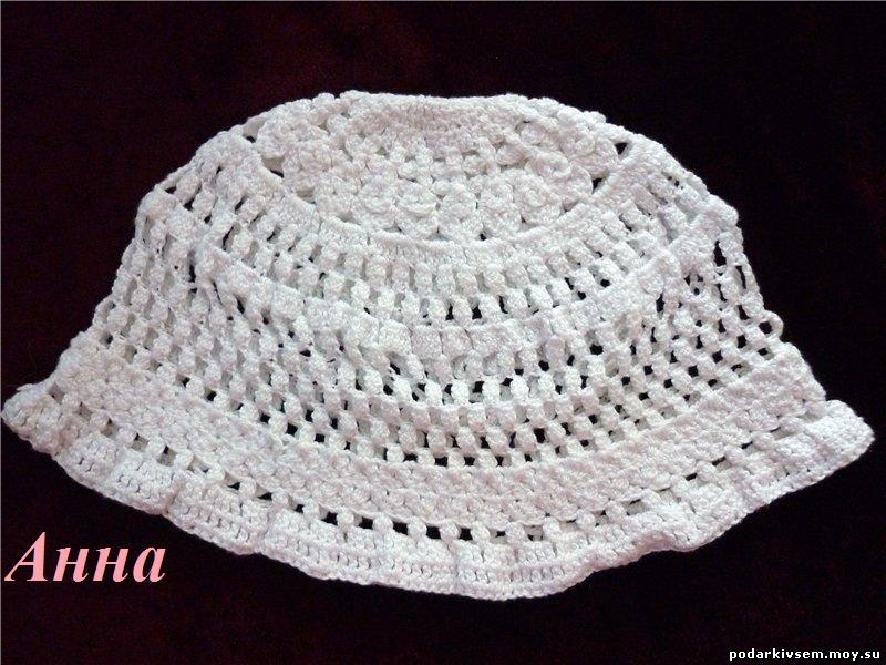 Вязаная шапочка белая.
